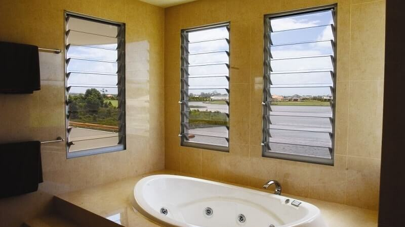 Single bay louvre windows in a bathroom
