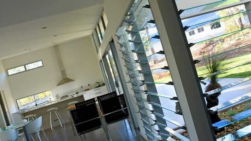 Glass louvres in a kitchen and dining area