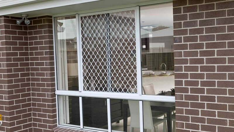 A diamond grille screen in white on a patio unit