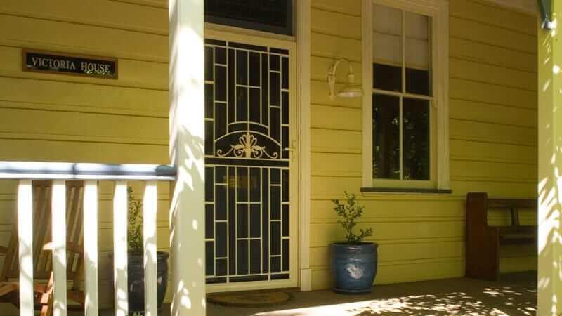 Colonial Cast Aluminium Screen Door in Primrose