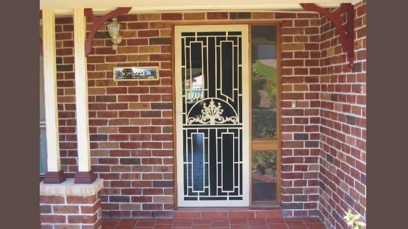 Cast aluminium screen door in Primrose