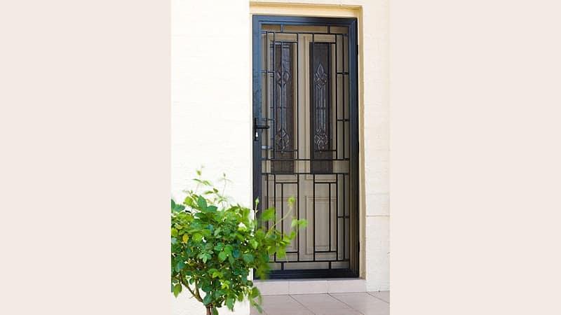 Cast aluminium screen door in black