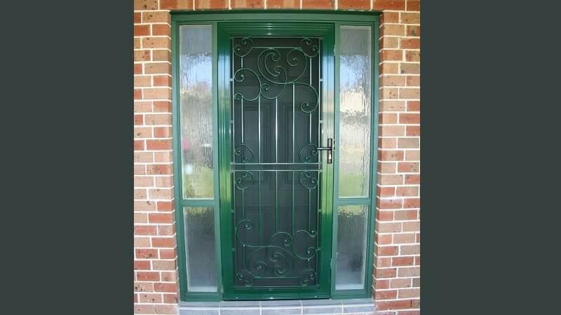 Cast aluminium screen door in Hawthorne Green